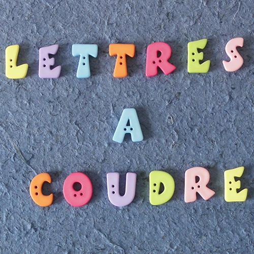 bouton lettre en plastique pastel jeu de mailles. Black Bedroom Furniture Sets. Home Design Ideas