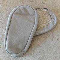 Semelles en croute de cuir pour chaussons